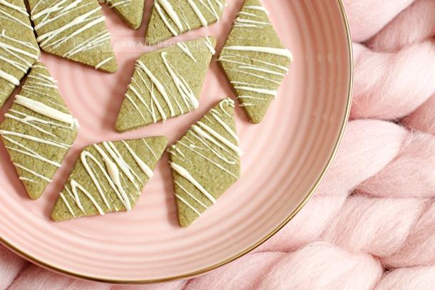 Butterplätzchen mit Matcha und weißer Schokolade