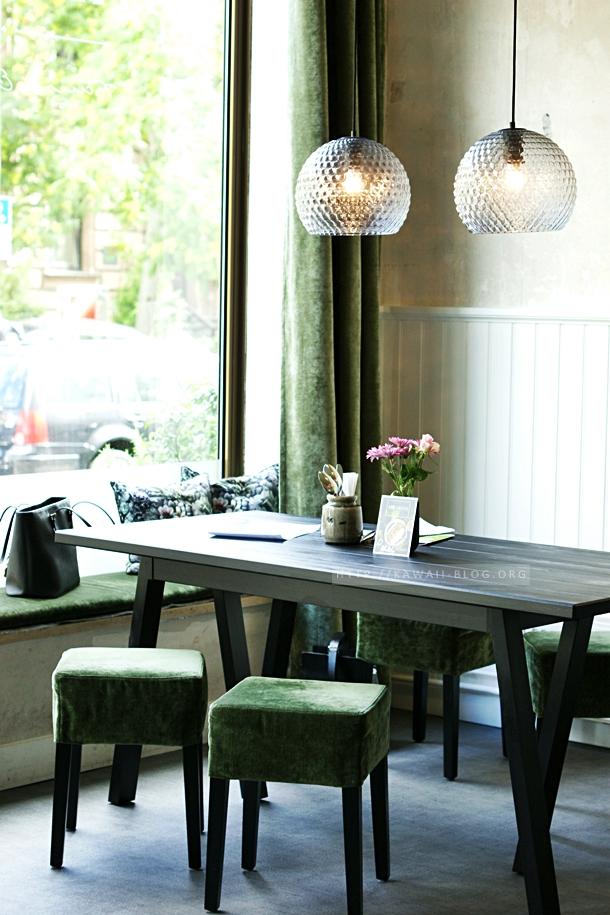 Gemütlicher Tisch im Restaurant The Green