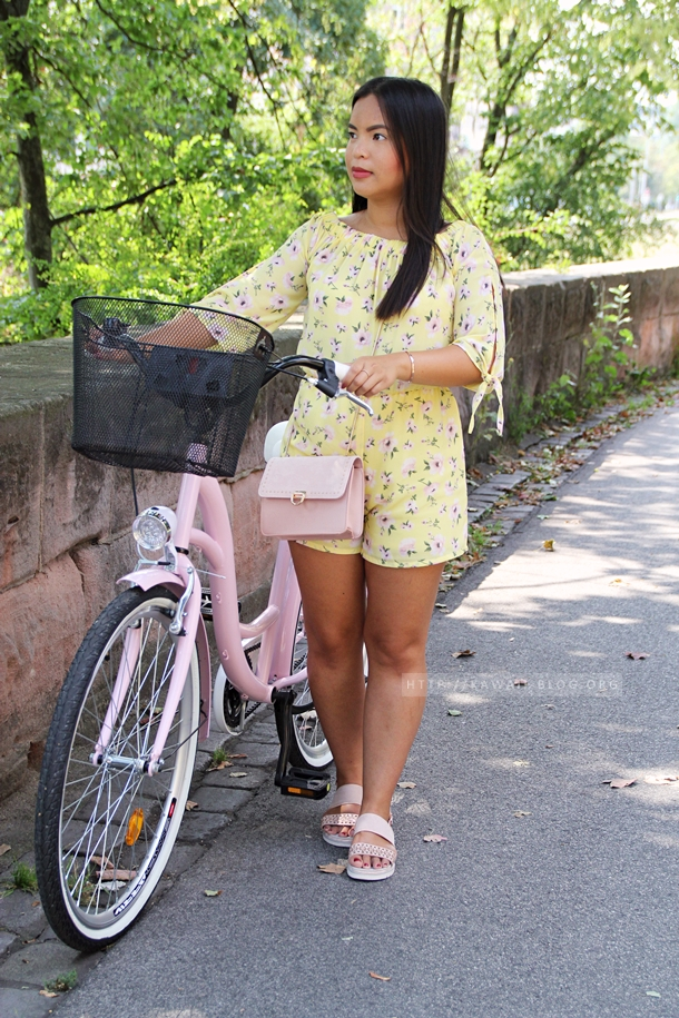 sommerliches Outfit in gelb