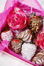 Geschenkbox mit Rosen und Schokolade